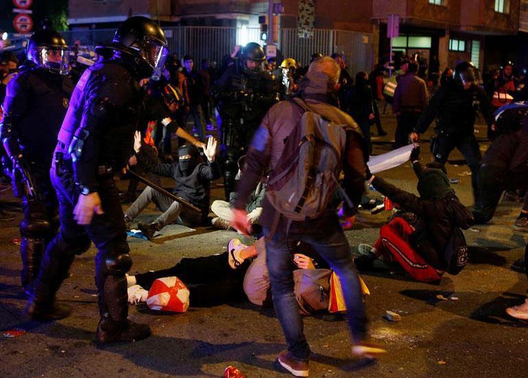 إيقاف 10 أشخاص وإصابة أكثر من 60 في احتجاجات الكلاسيكو